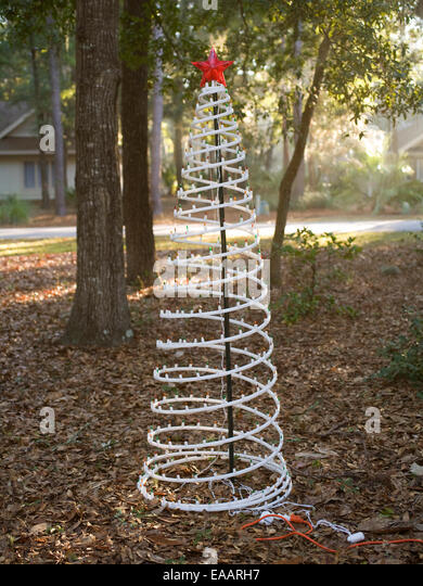 Fake Christmas tree in yard in the South - Stock-Bilder