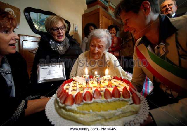 Emma Morano, thought to be the world's oldest person and the last to be born in the 1800s, reacts in front of - Stock-Bilder