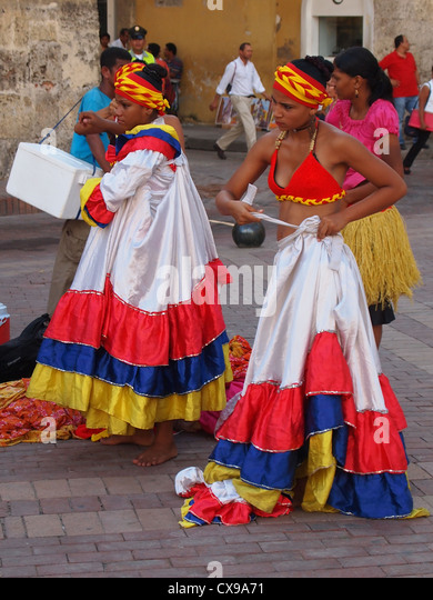 Traditional Cumbia Dancers preparing in Cartagena, North Colombia - Stock Image