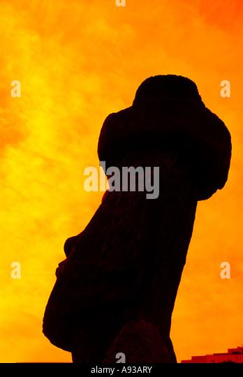 Chile Easter Island moai statue head silhouette sillhouette orange sky - Stock Image