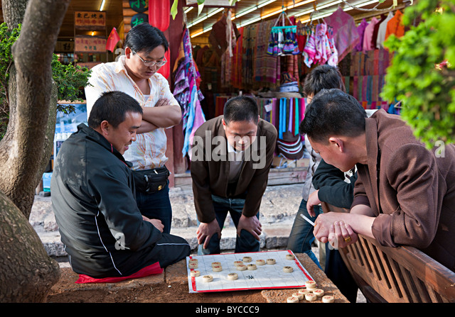 Chinese men playing boeard game in Lijiang, Yunnan Province, China. JMH4752 - Stock Image
