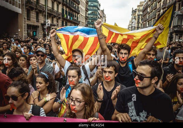 Barcelona, Spain. 2nd Oct, 2017. Catalan activists have their mouth taped during a silent march through Barcelona - Stock Image