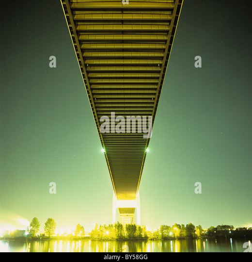 A bridge at night - Stock-Bilder