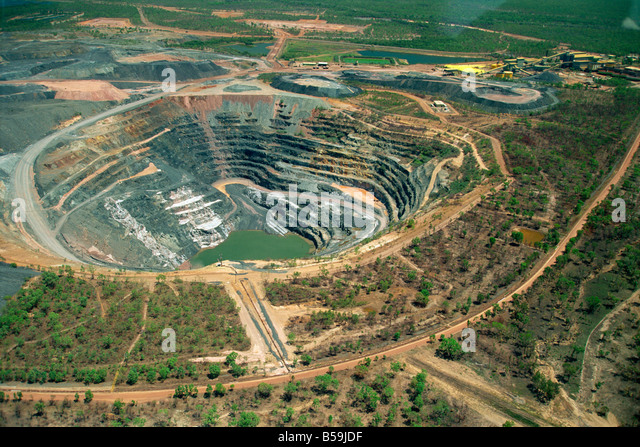 mining law in the northern territory However, following an agreement negotiated between the commonwealth government and the states in 1979, the commonwealth conferred power on the states and the northern territory to make laws for matters including mining operations in respect of the coastal waters and granted them proprietary rights to the seabed.