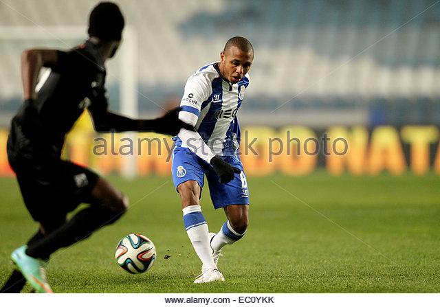 PORTUGAL, Coimbra: Porto's Algerian midfielder Yacine Brahimi (R) in action during Premier League 2014/15 match - Stock Image