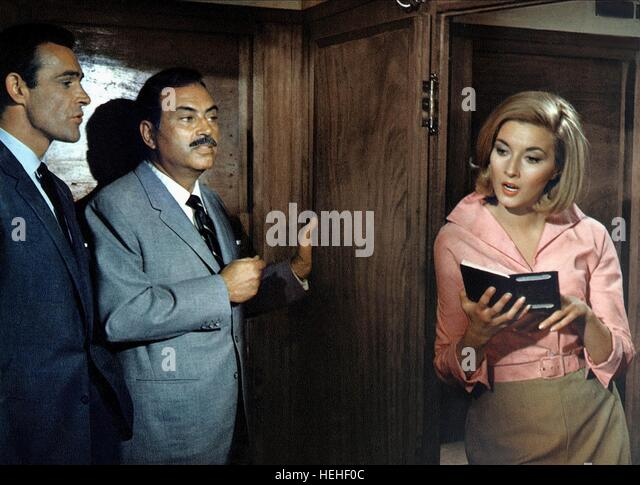 SEAN CONNERY PEDRO ARMENDARIZ & DANIELA BIANCHI JAMES BOND: FROM RUSSIA WITH LOVE (1963) - Stock Image