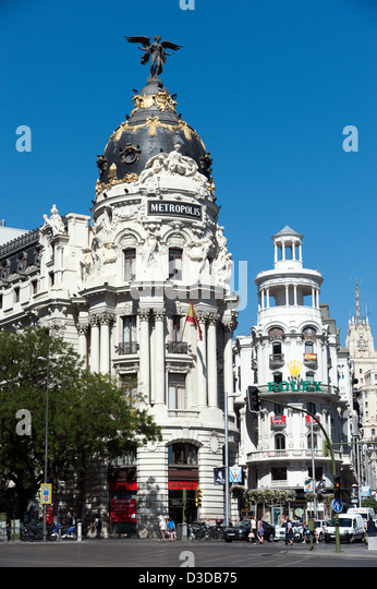 Metropolis building on the corner of Calle de Alcala and Gran Via, Madrid, Spain - Stock Image