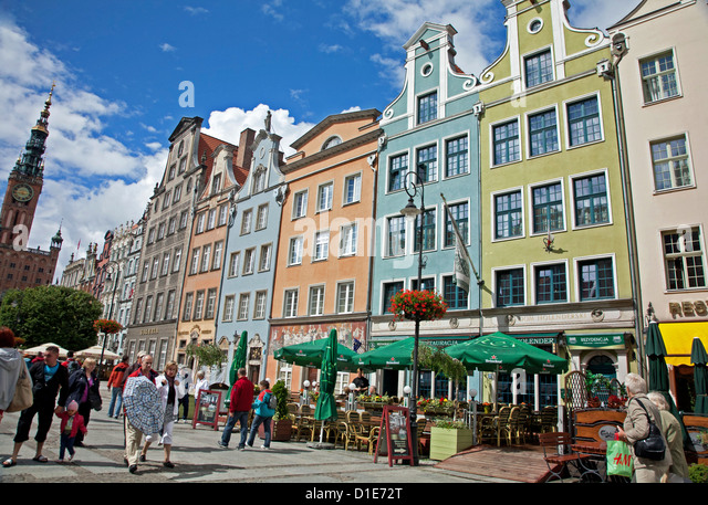 Colourful building facades on Long Market (Dlugi Targ) showing the Town Hall, Gdansk, Pomerania, Poland, Europe - Stock Image