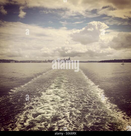 Seattle skyline from ferry boat, Puget Sound, Seattle, Washington - Stock-Bilder