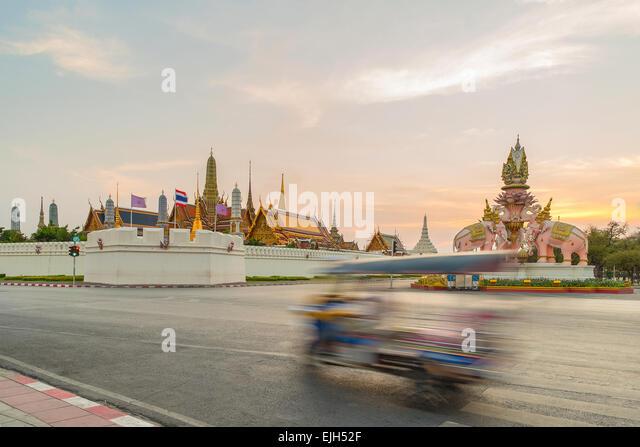 Tuk tuk for passenger cars. To go sightseeing in Bangkok. - Stock-Bilder