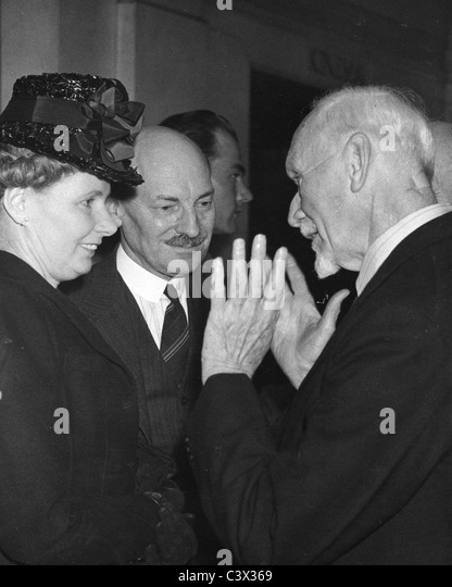 JAN CHRISTIAAN SMUTS  South African  statesman at right with Clement Attlee and his wife Violet about 1945 - Stock Image