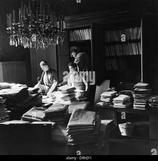 Archive service at Paris Peace Conference - Stock-Bilder