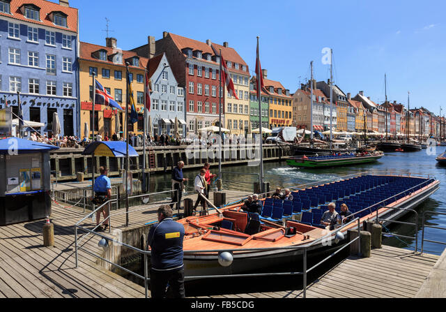 Tourists boat for canal tours in Nyhavn, Copenhagen, Zealand, Denmark, Scandinavia, Europe - Stock Image