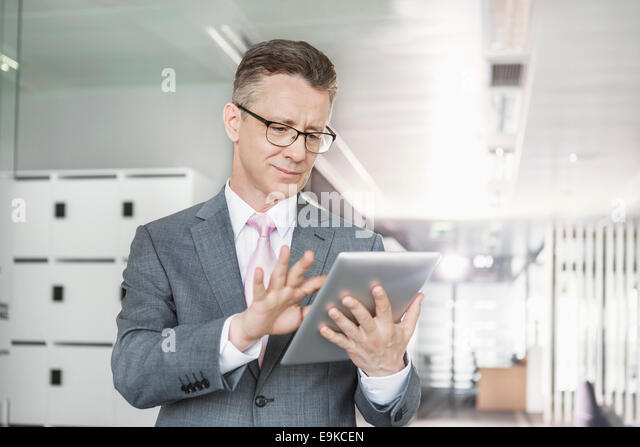 Young businesswoman using copy machine in office - Stock-Bilder