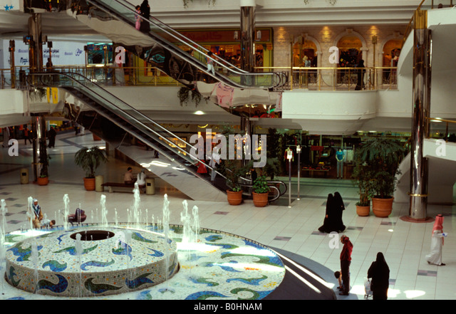 Riding the escalator at a shopping mall, Riyadh, Saudi Arabia. - Stock Image