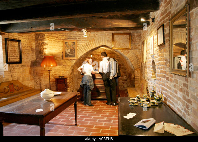 Visitors to the famous antique fair at Sarnano in Le Marche Italy - Stock Image