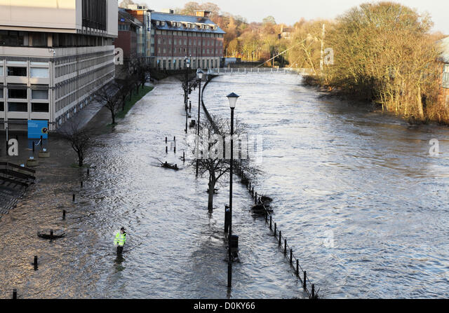 Durham, UK. 27th November 2012. Police officer checks depth of flood water as river Wear overflows its banks within - Stock Image