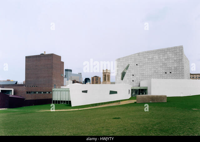 Overall view from the East, original building by Edward Larrabee Barnes on the left. Walker Art Center, Minneapolis, - Stock-Bilder