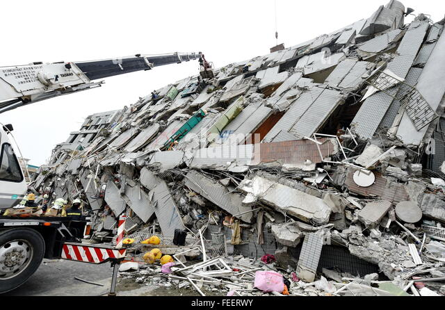 Tainan, Taiwan. . 6th Feb, 2016. Rescuers search for survivors at a quake site in Tainan, southeast Taiwan. , Feb. - Stock Image