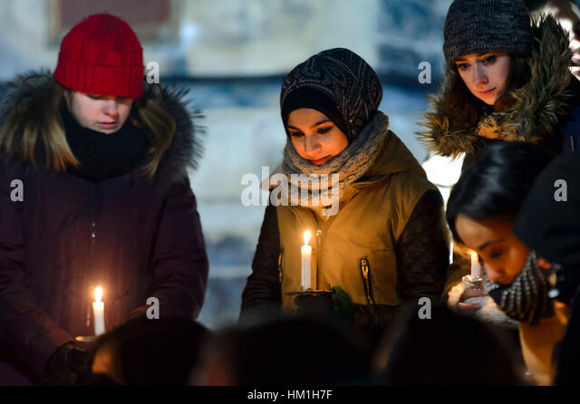 Toronto, Canada. 30th Jan, 2017. Several hundred Torontonians gathered at Kings College Circle at The University - Stock Image