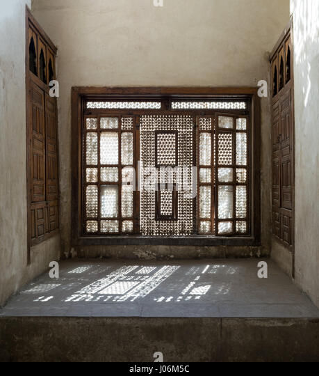 Interleaved wooden window (Mashrabiya) with built-in couch, Medieval Cairo, Egypt - Stock Image