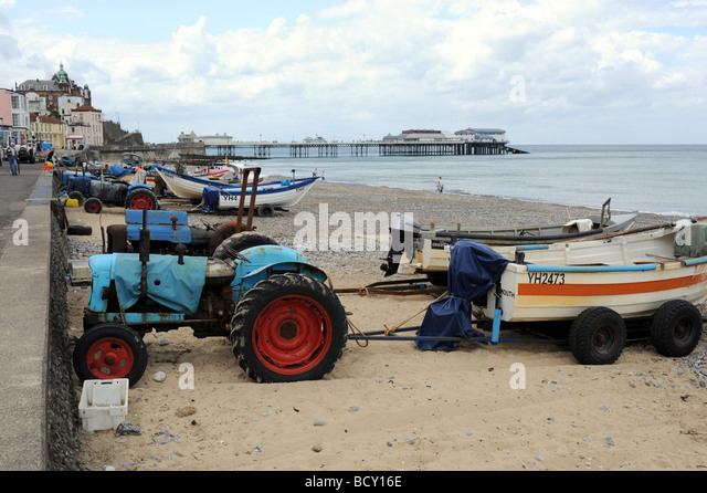 Tractor Pull Boats : Pull boats up beach stock photos