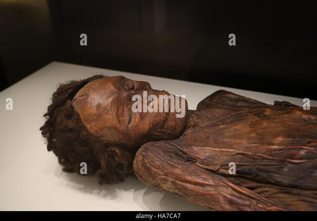 Mummified remains of a man. Barranco de Herques, Tenerife, Canary Islands, Spain. National Archaeological Museum, - Stock-Bilder