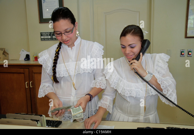 Panama City Panama Amador Country Inn and & Suites hotel lodging business mid-market chain Hispanic woman front - Stock Image