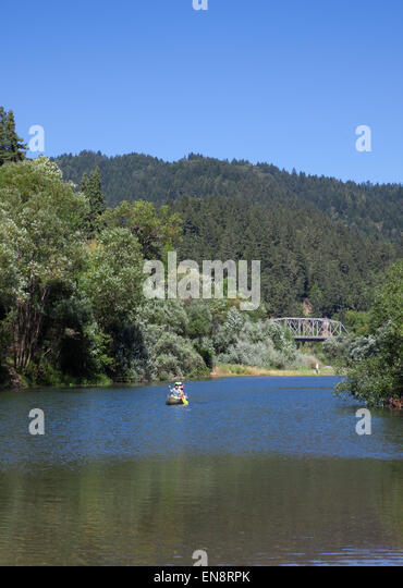 People canoeing on the Russian River near Guernville in Northern California. - Stock Image