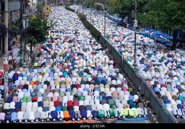 Dhaka, Bangladesh. 21st Apr, 2017. DHAKA, BANGLADESH - APRIL 21, 2017: Supporters of Bangladesh Islami Sashontantra - Stock-Bilder