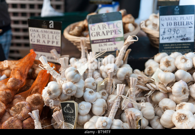 Garlic grappes on sale at Wimborne Food Festival, 23-24 October 2010 - Stock Image