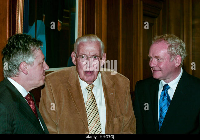 File Archive: longroom, Stormont Belfast, 28th June 2010. Martin McGuinness, Ian Paisley and Peter Robinson at the - Stock Image