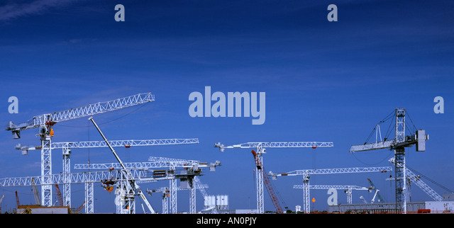 Cranes building the Heathrow Terminal 5 - Stock-Bilder