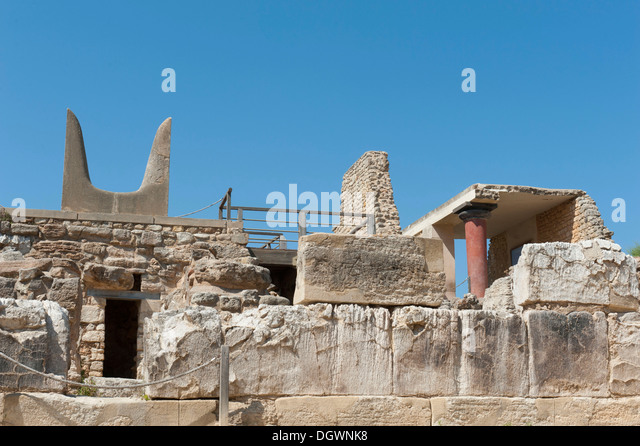 Archaeology, Minoan civilisation, antiquity, wall, stylised horns of a bull, reconstruction according to archaeologist - Stock Image