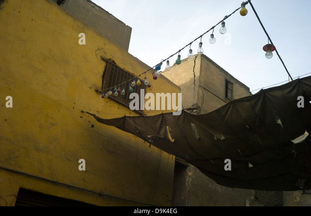 Lights strung across an alley way in the Bein al-Qasreen area, Islamic Cairo, Cairo, Egypt - Stock Image