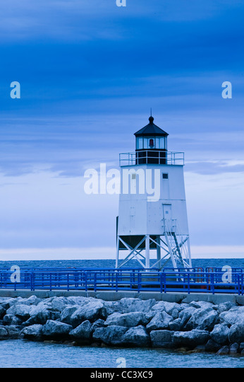 USA, Michigan, Lake Michigan Shore, Charlevoix, Charlevoix Lighthouse on Lake Michigan - Stock-Bilder