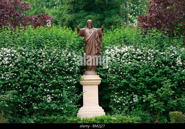 Sculpture in the Paris Foreign Missions HQ garden, Paris, France - Stock Image
