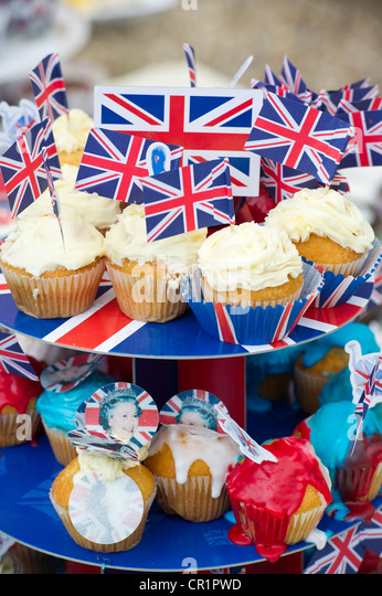 Cakes, bunting, face paint and champagne are enjoyed at a street party in South West London despite the odd burst - Stock-Bilder