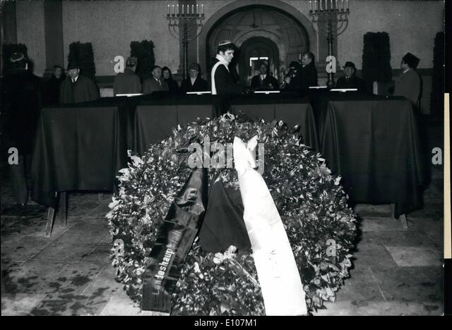 Feb. 02, 1970 - Victims of the Munich firs catastrophe are laid out: In the mourning hall of the Israelite churchyard - Stock Image