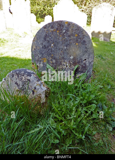 GILBERT WHITE  Grave of the English naturalist and clergyman at St Mary's Church, Selborne, Hanmpshire carries - Stock Image