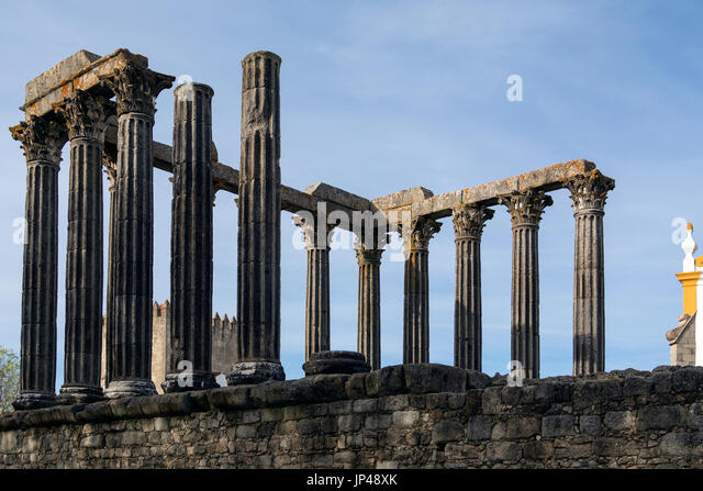 The Roman Temple in the city of Evora in Portugal. The temple dates from the 2nd century AD. Evora is a UNESCO World - Stock Image