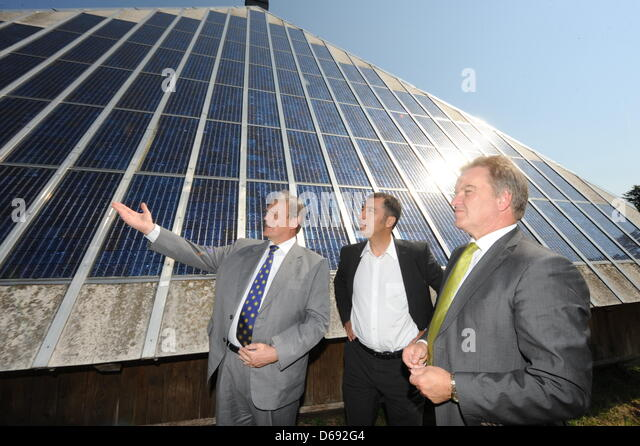 Director of the Fraunhofer Institute for Solar Energy Systems ISE in Freiburg, Eike Weber (L-R), co-chairman of - Stock Image