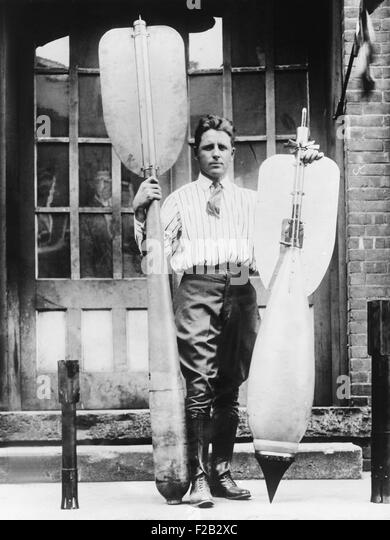 Lester P. Barlow with two bombs he invented, Jan. 22, 1926. He invented a 'flying torpedo' and 'bouncing - Stock Image