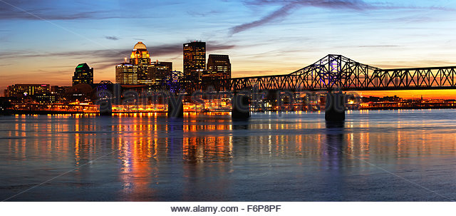 Panoramal of George Rogers Clark Memorial Bridge and Louisville, Kentucky skyline at sunset - Stock Image