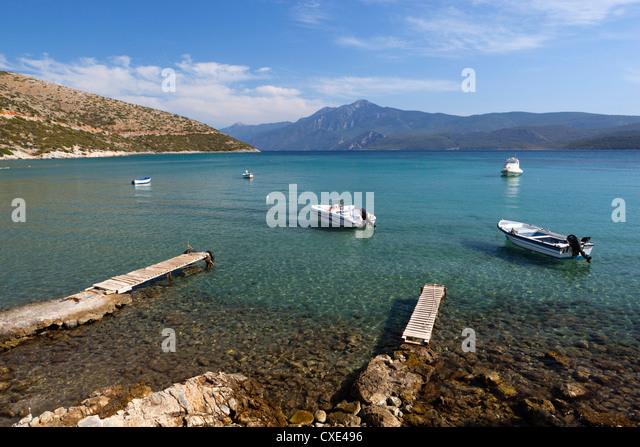 Boats in bay, Psili Ammos, Samos, Aegean Islands, Greece - Stock Image