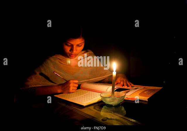 A Young girl is Reading © Jahangir Alam Onuchcha/Alamy - Stock-Bilder