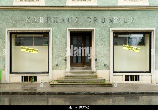 Gesch ft stock photos gesch ft stock images alamy for Lampen 7 bezirk