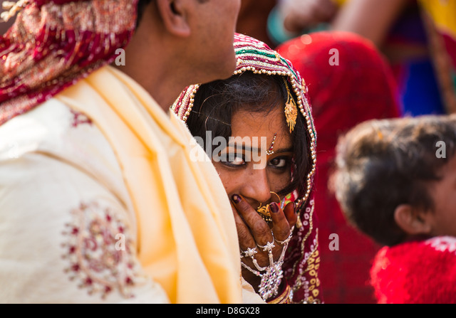 Newly married Hindu bride on a ghat next to the Ganges River in Varanasi, India - Stock Image