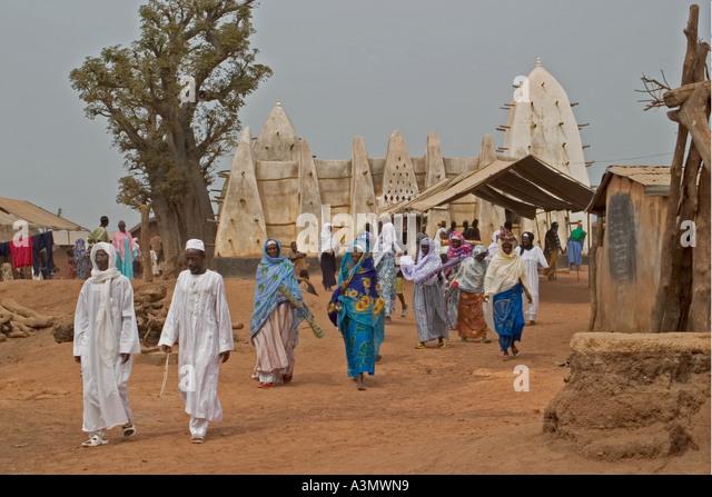 Village worshippers leaving Larabanga Mosque after Friday Prayers, Larabanga, Northern Ghana, - Stock Image