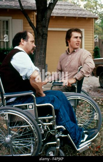 Tom Cruise with Ron Kovic / Born on the Fourth of July / 1989 directed by Oliver Stone [Universal Pictures] - Stock Image